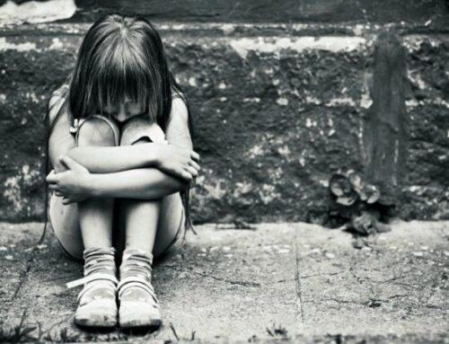 Τα 9 λάθος πράγματα που μαθαίνει το παιδί σου, όταν το χτυπάς